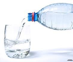لیوان آب - گول تاخیر احساس تشنگی را نخورید